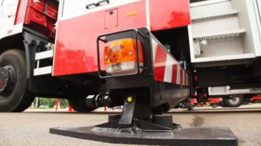 Fire-engine and it foot of support with light alarm system close up — Stock Video