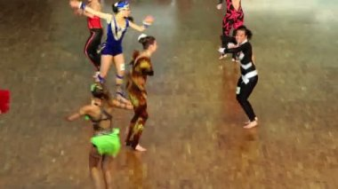 Few girls in different colorful suits at VIII World Dance Olympiad — Stock Video