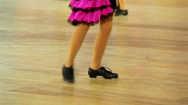 Girl in shoes with taps and pink skirt tap dance — Stock Video
