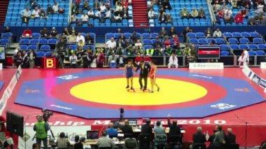 Woman wrestlers on 2010 FILA Wrestling World Championships — Stock Video