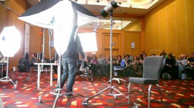 Man moves table on photography lesson at conference STOCKinRUSSIA 2010 — Stock Video