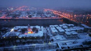 Church on quay, traffic on third transport ring at winter — Stock Video