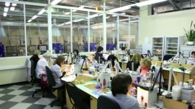 Working women at one of manufacturing divisions of the Estet Jewelry House — Stock Video