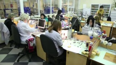 Several women in workplace at Estet Jewelry House manufacturing — Stock Video
