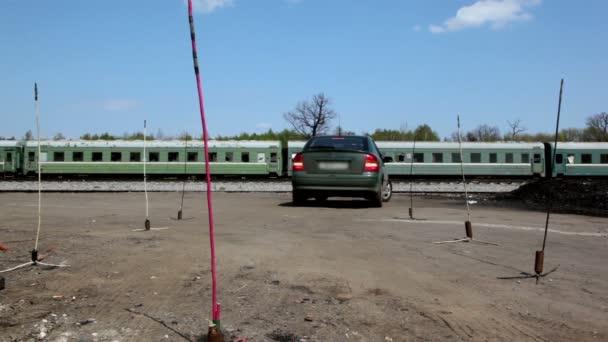 Automóvil viajar hacia atrás en la lección de unidad — Vídeo de stock