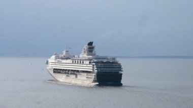 Mein schiff 2 zarpó del puerto — Vídeo de stock