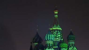 Domes are shine by fireworks light on festival SPASSKAYA BASHNYA — Stock Video