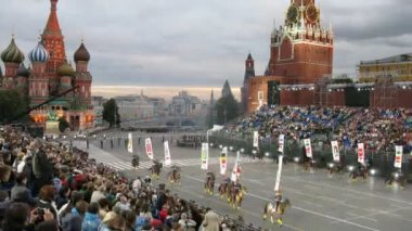Military musical festival SPASSKAYA BASHNYA begin on Red Square — Stock Video