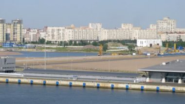 Vehicle traffic near Saint Petersburg port, time lapse — Stock Video