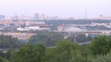 Turn from Luzhnetsky bridge to Sports complex Luzhniki — Stock Video #29848489