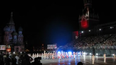 Demonstration performances orchestra of Foreign Legion of France on festival SPASSKAYA BASHNYA — Stock Video