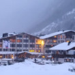 Hotel stands near road in valley where cars go and ly snow — Stock Video