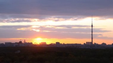 Buildings of city and television tower of Ostankino stand in sunset rays — Stock Video