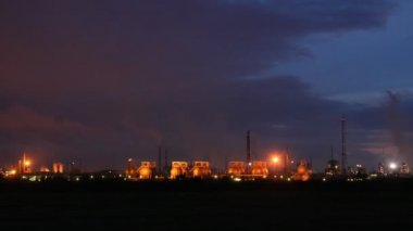 Phosphoric factory is shine by lanterns against the night sky in distance — Stock Video