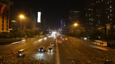 Cars quickly go on highway to Guangzhou Bridge in night — Stock Video