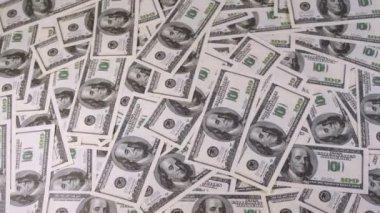 Centinaia di dollari appaiono e scompaiono dallo schermo — Video Stock