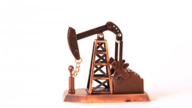 Souvenir oil pump spin clockwise about of axis on white background — Vídeo Stock