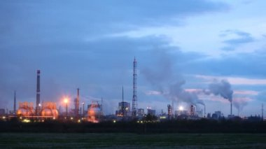 Chimney shaft of phosphoric factory stand against sky — Stock Video
