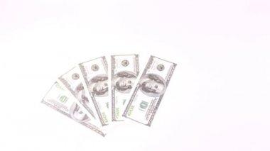 Honderd dollar biljetten verschijnen en verdwijnen als fan — Stockvideo
