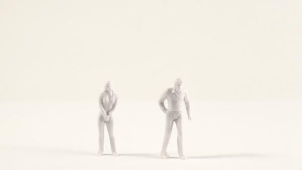 Blancs miniatures des hommes et des femmes s'affichent sur l'écran — Vidéo