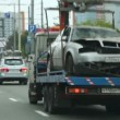 Wrecker tows car in alarm status on highway — Stock Video