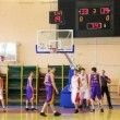 Throw the ball and scramble under basket in student basketball match — Stock Video