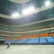 Policeman and worker of protection go on huge empty hall — Stok video