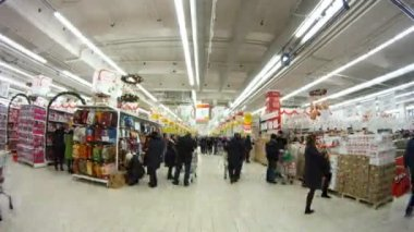 People make purchases in shopping center European — Stock Video