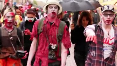 Bloody zombies walk among people on street — Stock Video