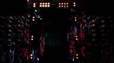 カラフルな照明付きの金属の建造物のゲート — ストックビデオ