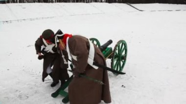 Two soldiers of Russian army 19th century take away cannon at historical reconstruction — Stock Video