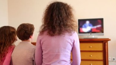 Mother with kids boy and little girl sit watch tv — Stock Video