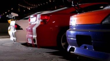 Några bil med färgglada sport design börja rida — Stockvideo