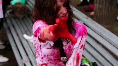Bloody girl zombie shakes at Zombie Parade — Stock Video