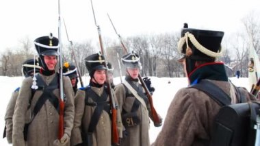 The officer commanding young soldiers at historical reconstruction — Stock Video
