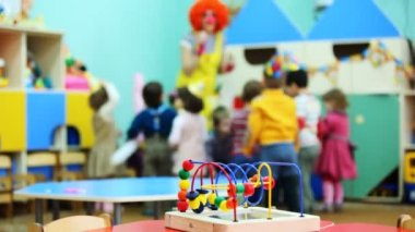 Conundrum toy standing on table, in defocus clown blow bubbles for children — Stock Video