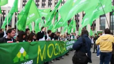 People carry long banner with the inscription STOP CORRUPTION IN UTILITIES on demonstrate — Stock Video