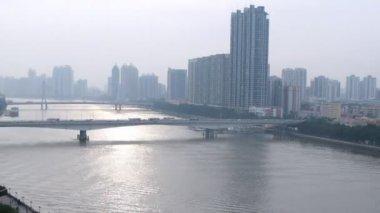 Cars go on Jiangwan bridge and Haiyin Bridge in afternoon — Stock Video
