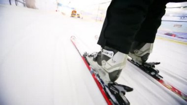 Close-up of skiers legs with skis that fast ride on snow — Stock Video