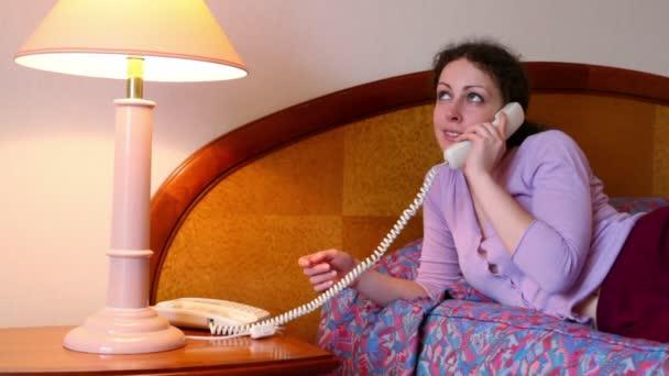 с русской женщиной в гостиничном номере