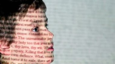 W. Shakespeare, Romeo and Juliet motion text projection on boy face in profile — Stock Video