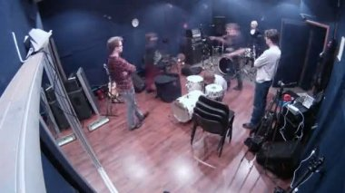 Participants of musical group prepare equipment for rehearsal in studio — Stock Video