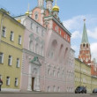 People go on road in afternoon near old buildings of Kremlin — Stock Video