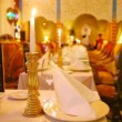 Tables stand in center of hall of restaurant with candles — Stock Video