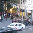 People cross street Montera on crosswalk — Stock Video