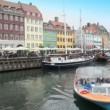 Excursion motorboats at Nyhavn canal in Copenhagen — Stock Video