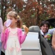 Kids eats bread and drink water, parents sit in cabriolet — Stock Video