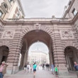 Tourists walk through arch at edifice of swedish parliament — Stock Video