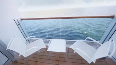 Enclosed part of ship deck with two chairs and table — Stock Video