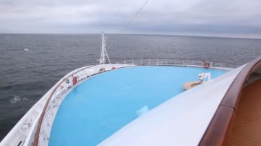 Huge liner floats by sea against cloudy sky in afternoon — Stock Video